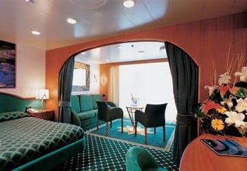 recensione e guida del traghetto grandi navi veloci la suprema On lungolago noleggio di grandi cabine