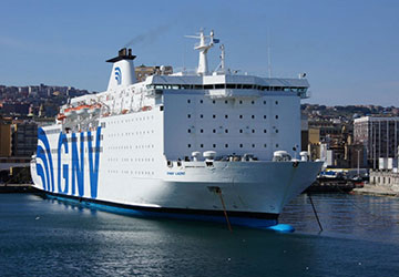 Recensione e guida del traghetto Grandi Navi Veloci SNAV Lazio