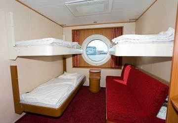 tallink_silja_baltic_princess_4_berth_outside_cabin