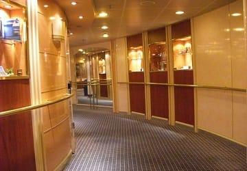 Recensione e guida del traghetto tirrenia nuraghes for Piccoli interni rustici della cabina